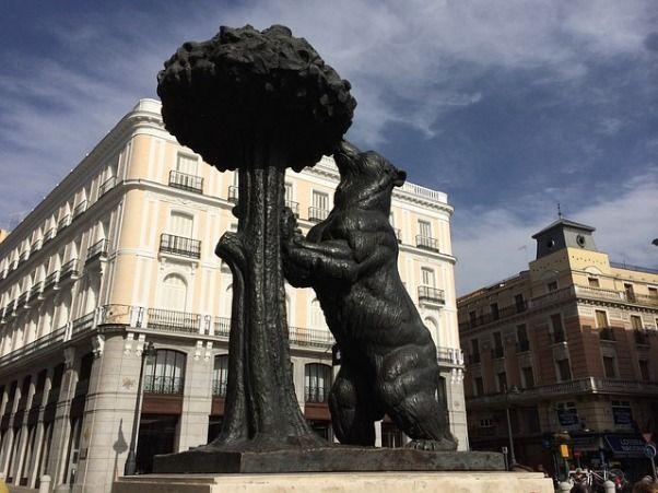 Puerta del Sol de Madrid el oso y el madroño