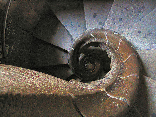 Gaudi en Barcelona: Escalera interior Sagrada Familia