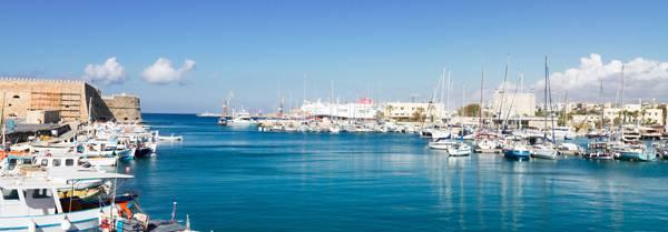 Viejo puerto de Heraklion en Grecia