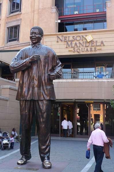 Estatua de Nelson Mandela