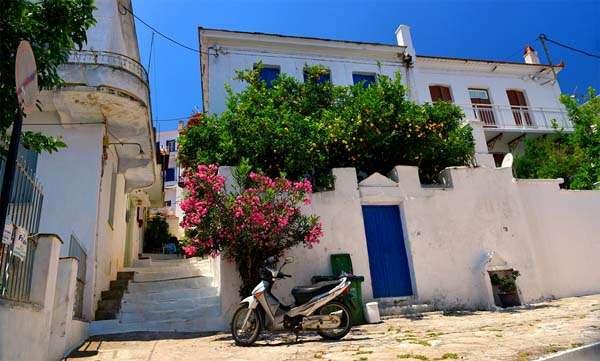 Skopelos-calle-quehoteles