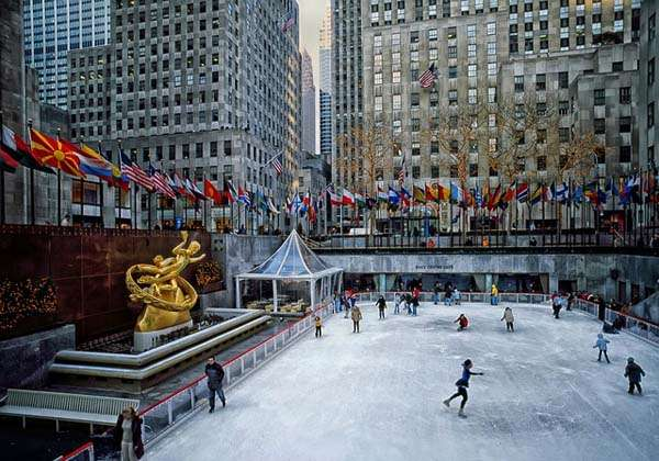 Patinando frente al Rockefeller Center