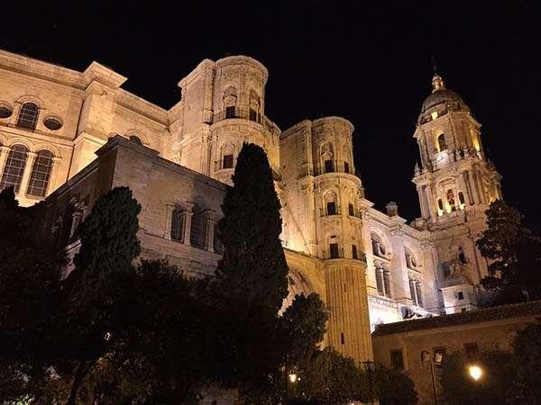 Catedral de Malaga de noche
