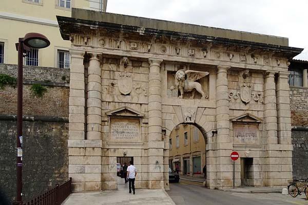 Puerta de la ciudad de Zadar