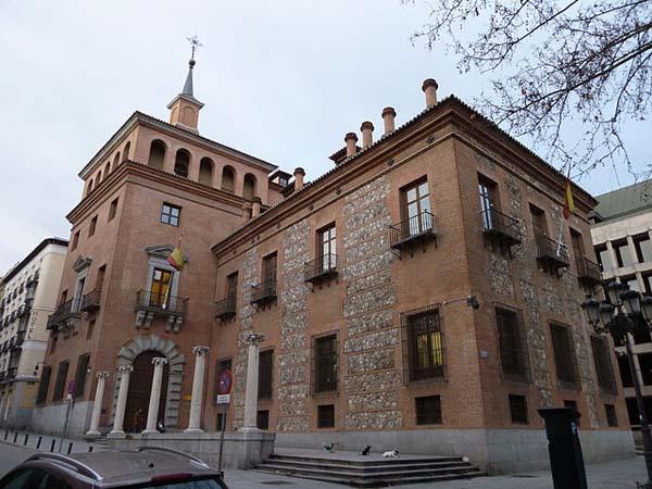 Casa de las 7 Chimeneas en Madrid